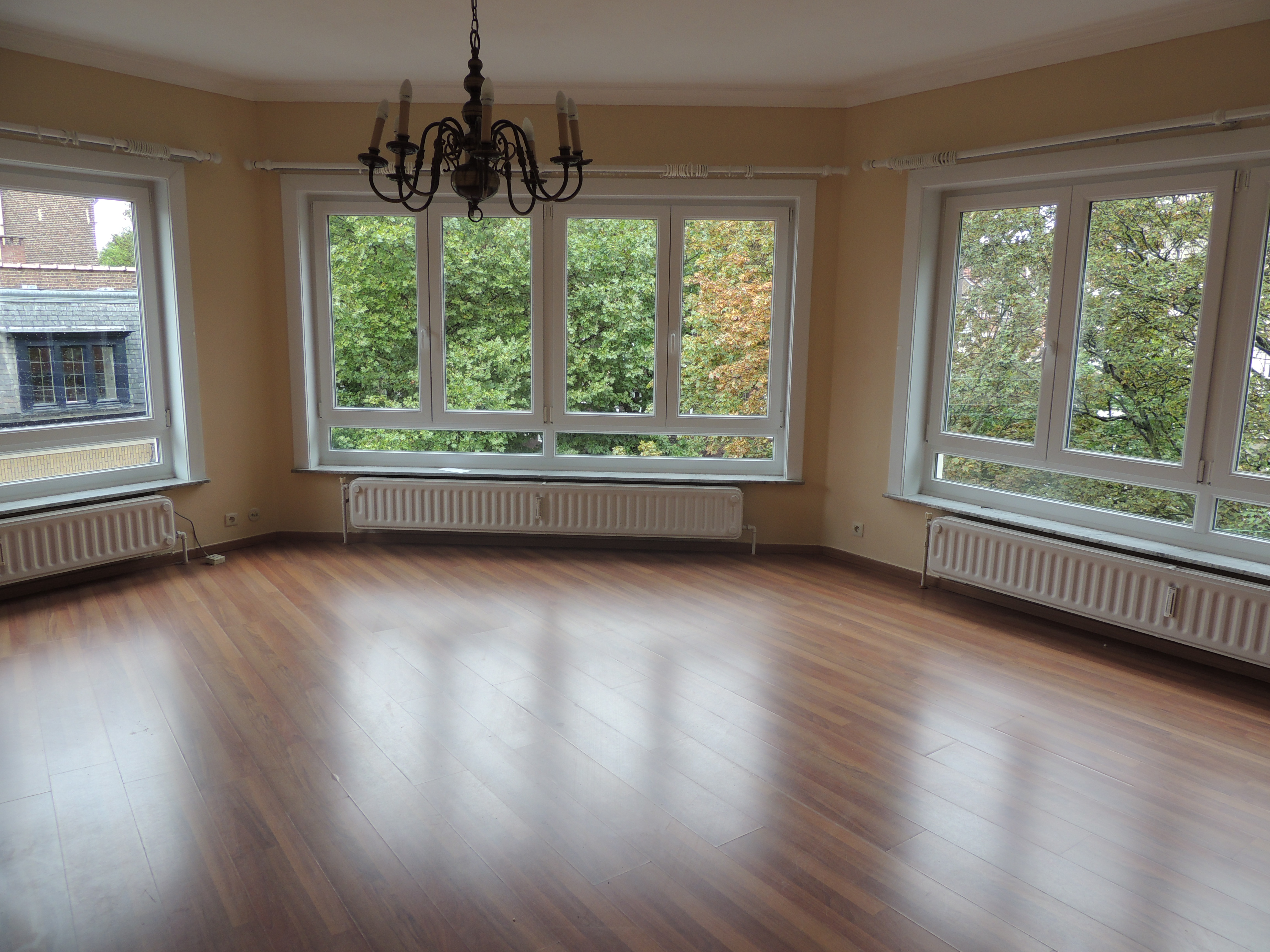 Appartement louer 3 chambres 130 m2 avenue moliere for Louer immobilier
